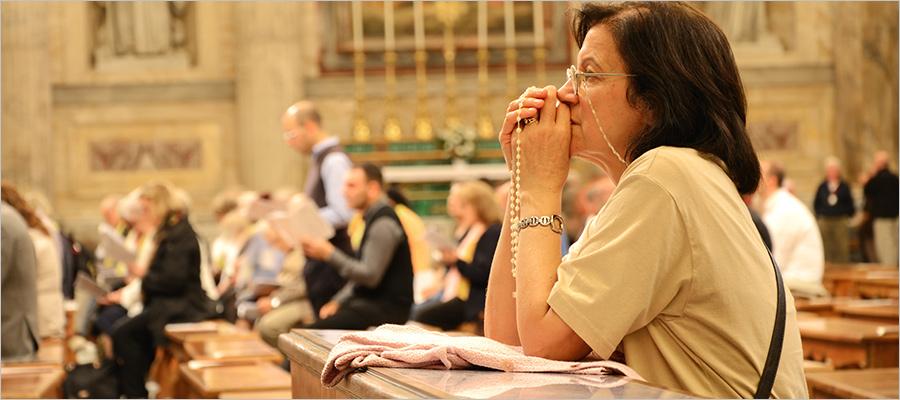 People praying